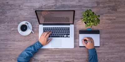 4 facteurs importants que les créateurs de sites d'e-commerce se doivent de considérer durant le choix d'un hébergeur
